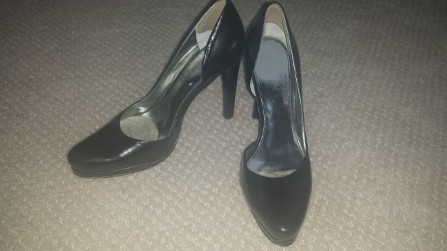 Black leather closed toe Marc Fisher pumps (ignore the pads)